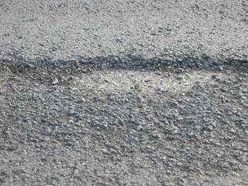 公路医生:沥青路面松散病害产生的原因及修补方法